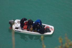 Κορυφώνεται η αγωνία: δύτες στη λίμνη Στράτου για το βυθισμένο όχημα