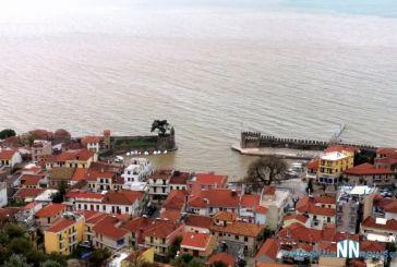 «Κοκκίνισε» το λιμάνι της Ναυπάκτου (φωτο & βίντεο)