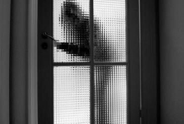 Μια ιστορία για ένα σπίτι που του κλέβουν συνεχώς κουφώματα και μπαλκονόπορτες