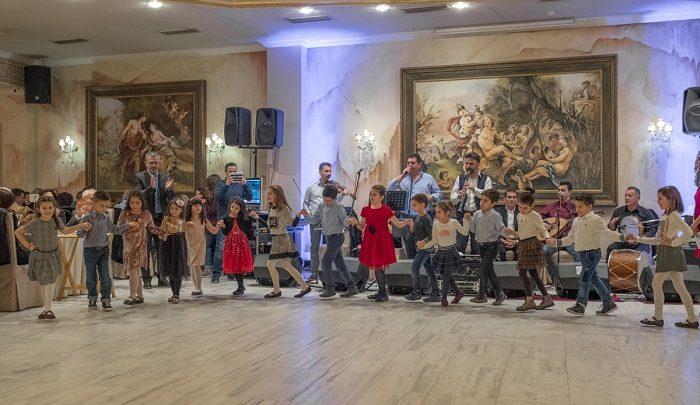 Αμείωτο κέφι στον ετήσιο χορό του Λαογραφικού Ομίλου της ΓΕΑ (φωτο)