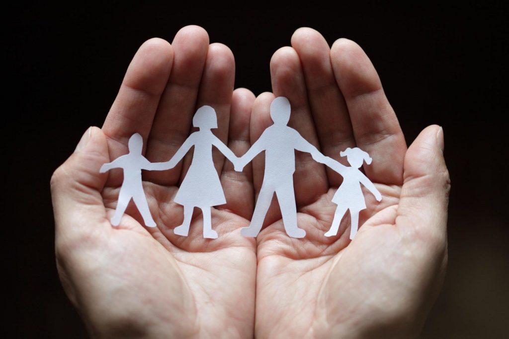 Ποιες οικογένειες μπορούν να πάρουν έως 420 ευρώ το μήνα από τον ΟΠΕΚΑ
