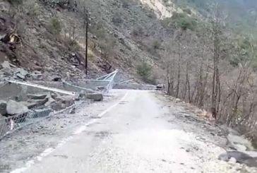 Πτώσεις βράχων στο δρόμο Καρπενήσι – Προυσός (βίντεο)