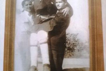 Η σημειολογία μιας εικόνας: Ο Μακεδονομάχος Λουκάς Σκιαδάς από τον Άγιο Βλάση με τα εγγόνια του