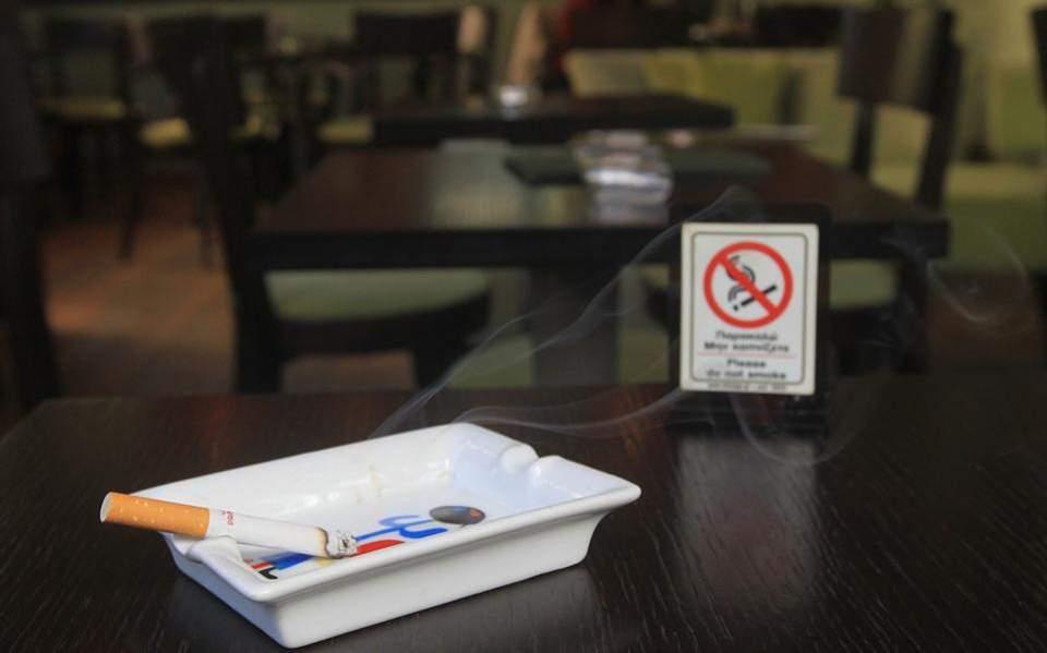 Τσουχτερά πρόστιμα για τo κάπνισμα σε καταστήματα του Αγρινίου