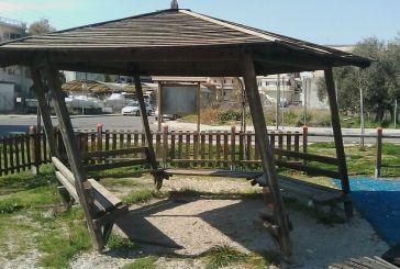 «Πύργος της Πίζας» σε παιδική χαρά του Αγρινίου