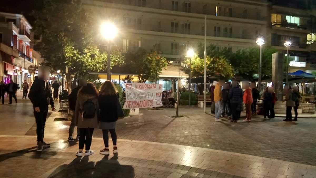 Μετά την κατάληψη στα γραφεία του ΣΥΡΙΖΑ, διαμαρτυρία φοιτητών στο κέντρο του Αγρινίου για το ΔΠΦΠ (φωτο)