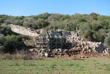 «Αυλόπορτα» Παλαιομάνινας: Ούτε 150.000 ευρώ αξίζει το επιβλητικότερο μνημείο της αρχαιότητας