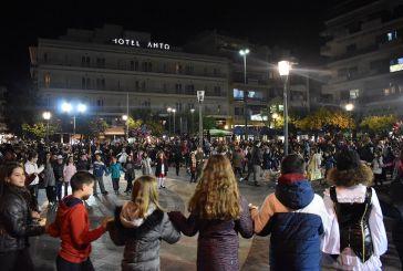 """Πλημμύρισε από κόσμο η πλατεία Δημοκρατίας για το """"Γαϊτανάκι"""" στο Αγρίνιο (φωτο)"""
