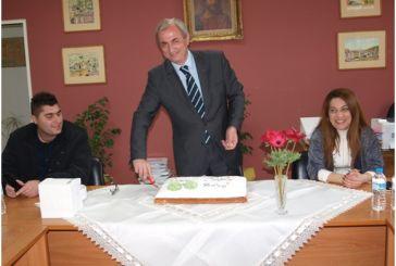 Θυμήθηκε το πρώτο του… μεροκάματο ο Σπύρος Κωνσταντάρας στην κοπή πίτας του δήμου Θέρμου