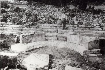 Εξέδρα από τις ανασκαφές του Θέρμου το 1931