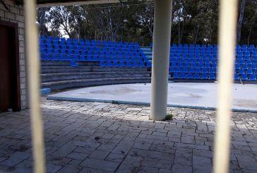 Κόντρα στο Μεσολόγγι και για τα καθίσματα στο θεατράκι του Λιμανιού