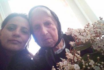 Μοίρασαν λουλούδια στις γυναίκες στην Ανάληψη Τριχωνίδας (φωτο)