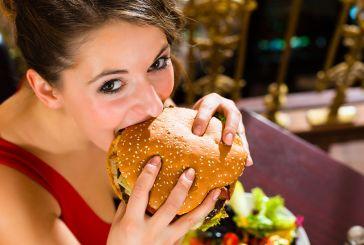 Γιατί χάνουμε τον έλεγχο και τρώμε πολύ