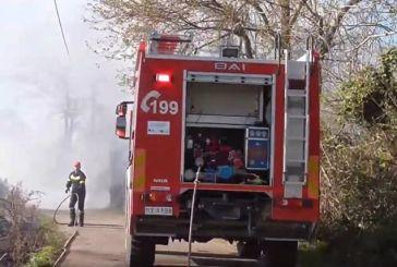 Κινητοποίηση της Πυροσβεστικής για φωτιά σε κτήμα στο Λουτρό (βίντεο)