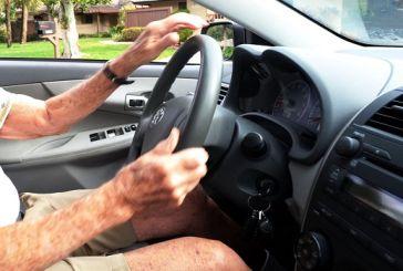 Δίπλωμα οδήγησης και ηλικιωμένοι -Οι γιατροί θα αποφασίζουν αν οι 74χρονοι θα οδηγούν