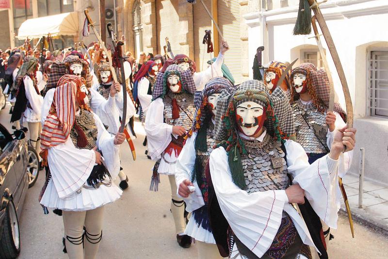 Θα πετύχαινε καρναβάλι στο Αγρίνιο χωρίς εμπορικό λαογραφικό τελετουργικό;