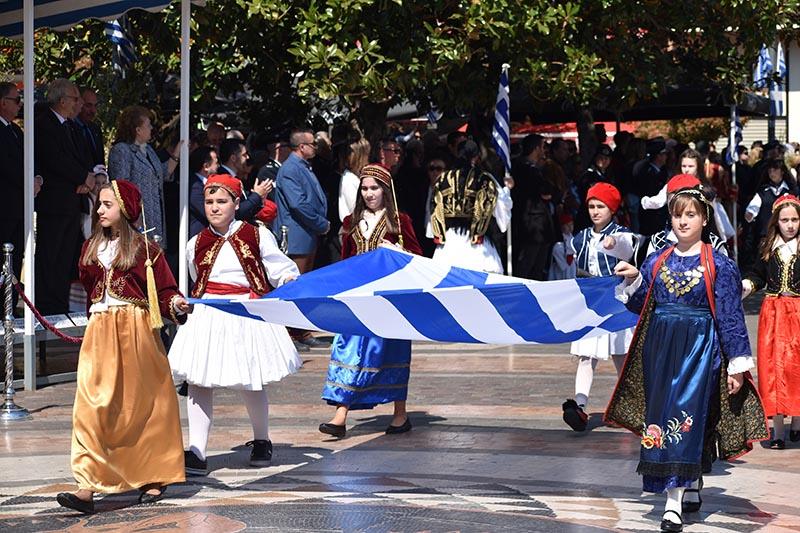 Τα φωτογραφικά στιγμιότυπα της παρέλασης του Αγρινίου
