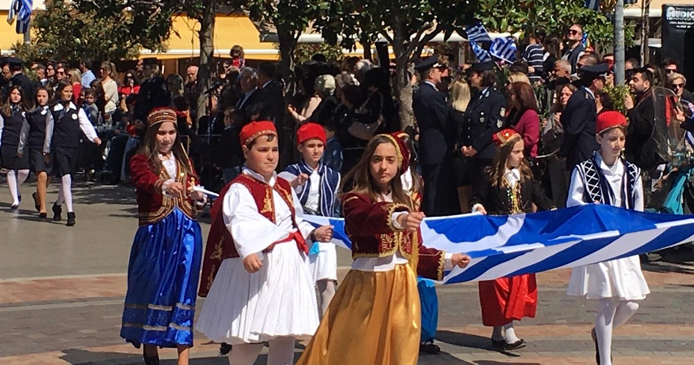 25η Μαρτίου: περηφάνια και κοσμοσυρροή στην παρέλαση του Αγρινίου (βίντεο-φωτό)