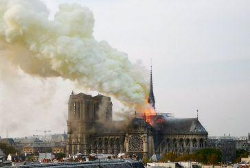 Στις φλόγες η Παναγία των Παρισίων -Απίστευτες εικόνες