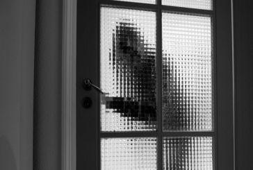 Νεοχώρι: Ήρθε πρόσωπο με πρόσωπο με τους διαρρήκτες του σπιτιού της