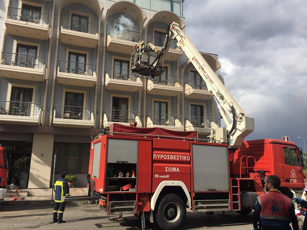Έδρασε άμεσα η Πυροσβεστική σε πυρκαγιά σε ξενοδοχείο του Αγρινίου- Το σενάριο της άσκησης