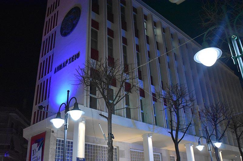 Αγρίνιο: Με μπλε φωτισμό το δημαρχείο για την Παγκόσμια Ημέρα Αυτισμού (φωτο)