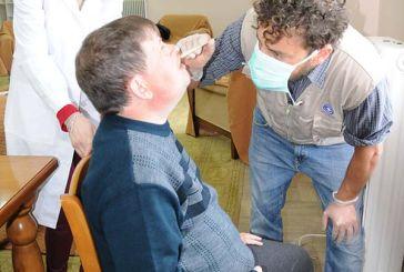 Οδοντιατρικοί έλεγχοι στο Εργαστήρι «Παναγία Ελεούσα» από τους «Γιατρούς του Κόσμου» (φωτο)