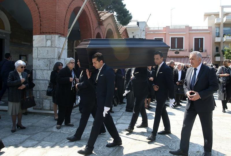 Συγκίνηση στην κηδεία του Δημήτρη Παπαποστόλου