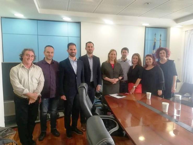 Ξεκινά ομάδα εργασίας για τη μονιμοποίηση των συμβασιούχων σε ΚΔΑΠ και ΚΔΑΠ-ΜΕΑ των δήμων