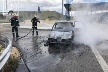 Ιόνια Οδό: Κάηκε ολοσχερώς αυτοκίνητο στα διόδια Μενιδίου