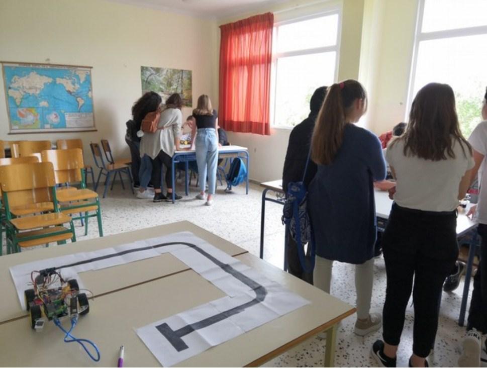 Η Ομάδα Εκπαιδευτικής Ρομποτικής του Γυμνασίου Νεάπολης παρουσιάζει τα έργα της