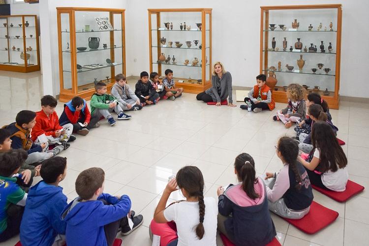 """""""1η Ημέρα Μουσείων"""" με ξενάγηση μαθητών δημοτικού στο Αρχαιολογικό Μουσείο Αγρινίου"""