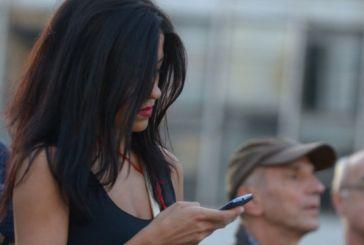 Φθηνότερες οι κλήσεις και τα SMS από 15 Μαΐου – Τι αλλάζει και σε ποιες χρεώσεις