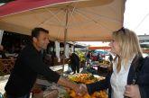 Συνεχίζει τις επαφές με τους πολίτες  η Χριστίνα Σταρακά: Περιόδευσε σε τοπικές επιχειρήσεις  και στη Λαϊκή Αγορά.