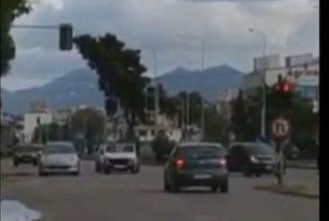 Αγρίνιο: Ανάποδα στην εθνική οδό στον Άγιο Δημήτριο, που… έβαλε το χέρι του! (βίντεο)