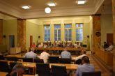 Δεν έφταναν για τα… μπάζα οι παρόντες στο τελευταίο δημοτικό συμβούλιο Αγρινίου