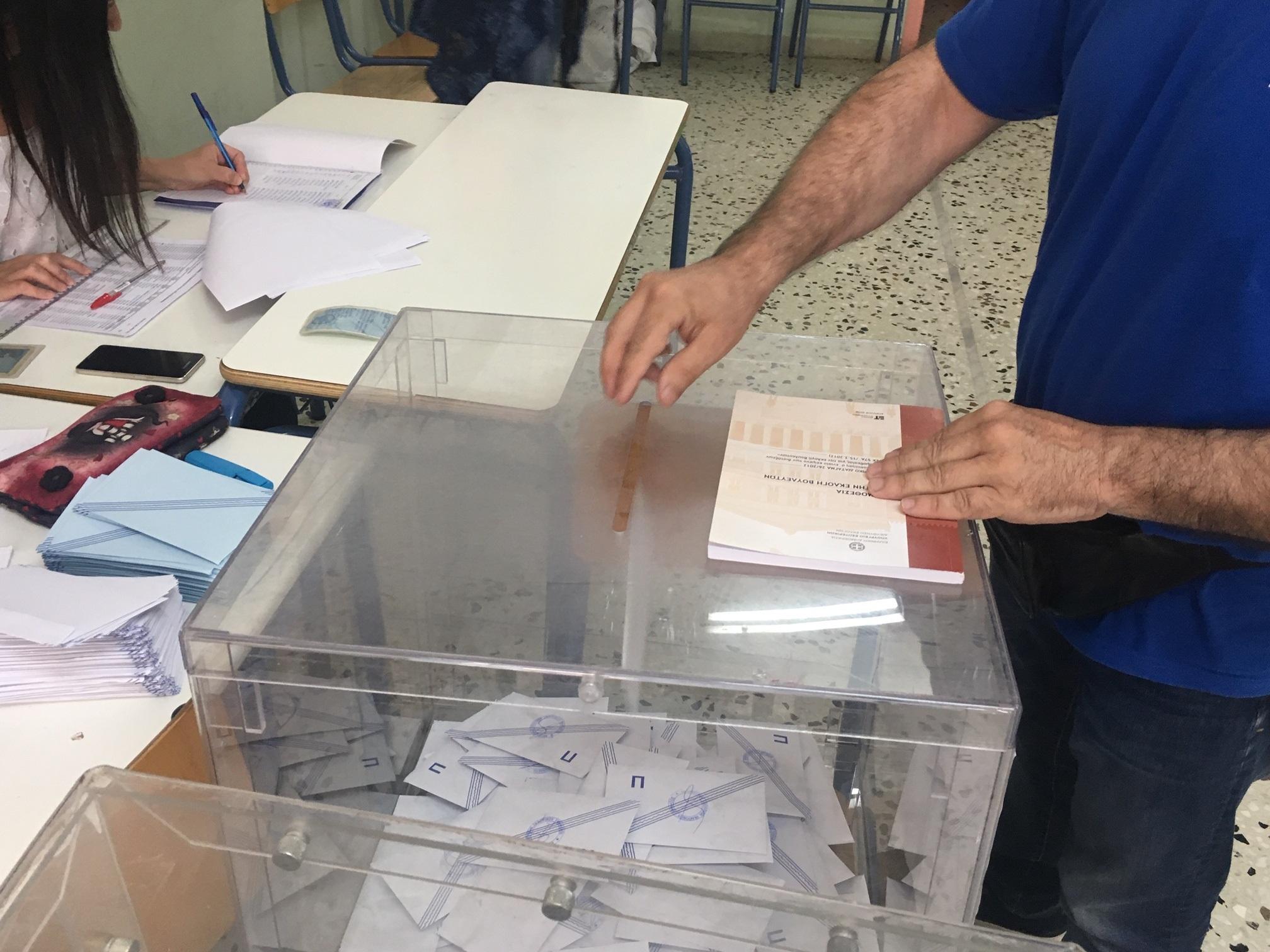 Η σταυροδοσία όλων των υποψήφιων δημοτικών συμβούλων Αγρινίου