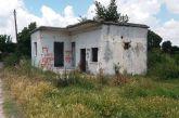 Εγκαταλελειμμένο σπίτι στα Καλύβια αποτελεί απειλή για την δημόσια υγεία