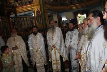 Με λαμπρότητα πανηγύρισε ο Ιερός Ναός Αγίας Τριάδος Αγρινίου (φωτο)