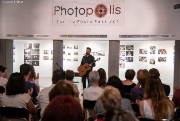 Όμορφη μουσική βραδιά με ρεσιτάλ κλασικής κιθάρας στο Photopolis Agrinio Photo Festival