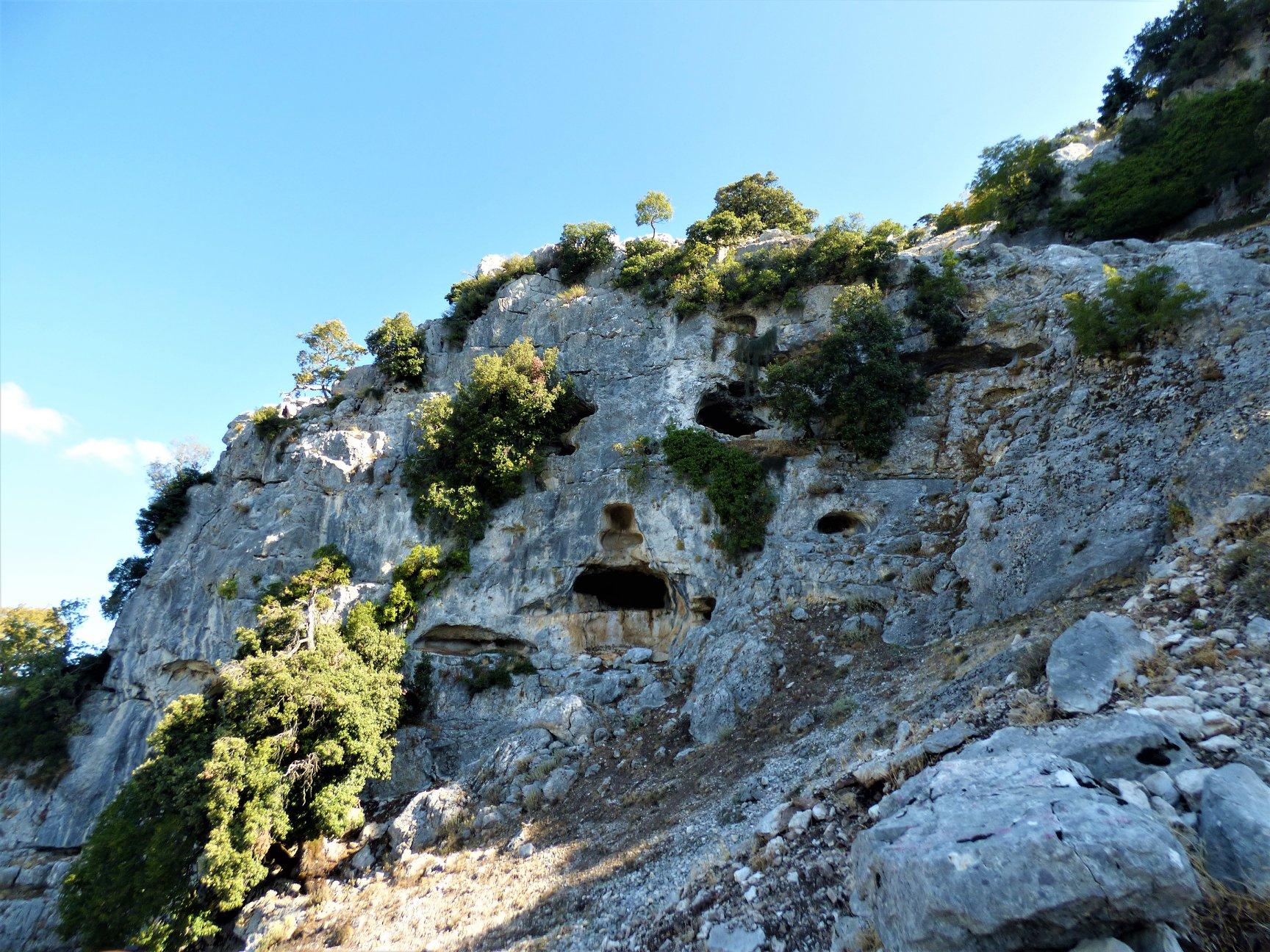"""Η σπηλιά """"προσωπείο"""" στα βουνά του Βάλτου"""