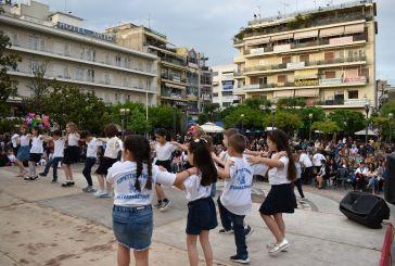 Αγρίνιο: Χορευτικά στην πλατεία Δημοκρατίας για τη λήξη των τμημάτων της ΚΕΔΑ (φωτο)