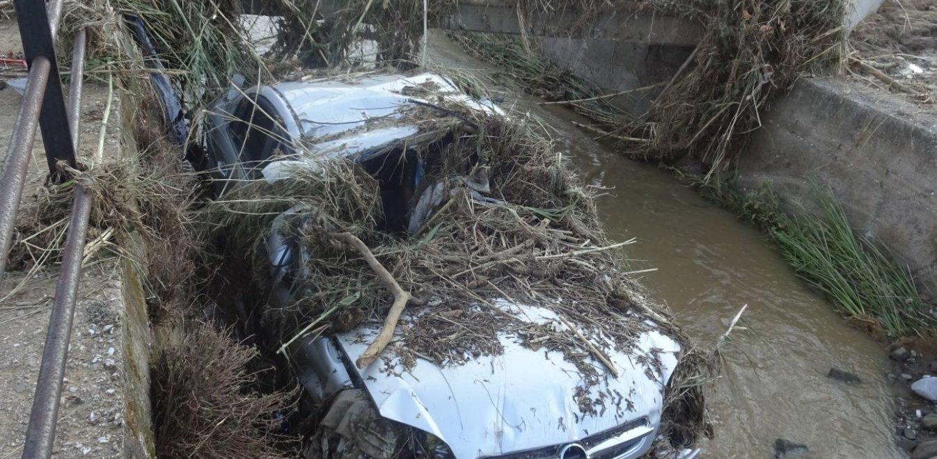 Τρόμος των πλημμυροπαθών στη Μακύνεια για την έλευση του Αντίνοου (vid)