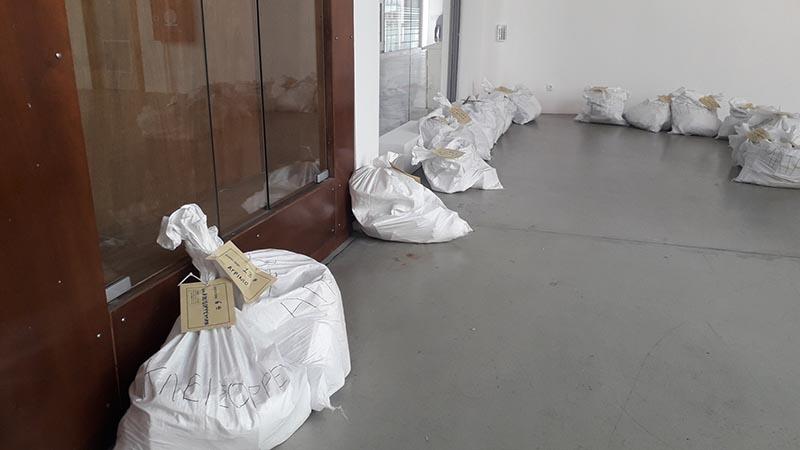 Ομαλά η παραλαβή εκλογικού υλικού από τους δικαστικούς αντιπροσώπους στον δήμο Αγρινίου