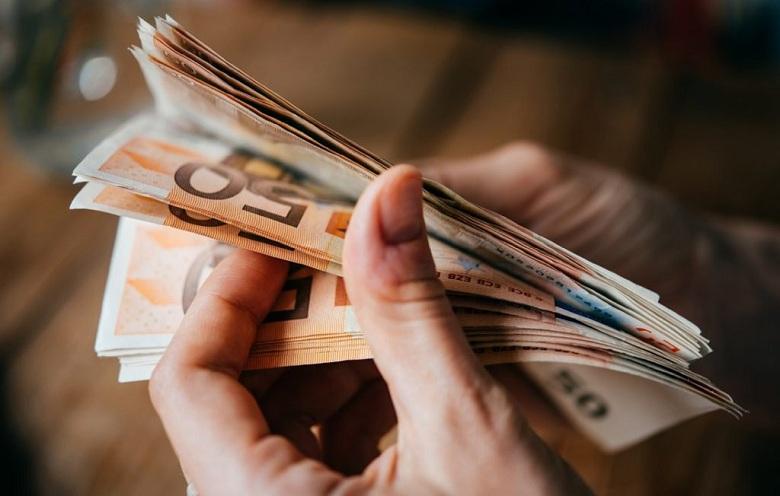 Επίδομα 800 ευρώ: Από τη Μεγάλη Τετάρτη η καταβολή του
