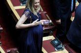 Έγκυος στον 8 μήνα η Αννα Ευθυμίου της ΝΔ έκλεψε την παράσταση στα έδρανα της Βουλής