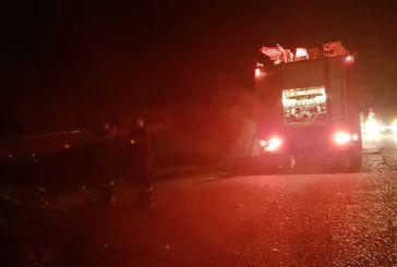Κινητοποίηση της Πυροσβεστικής το βράδυ για φωτιά στον δρόμο Μύτικας – Αστακός