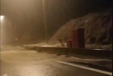 Βίντεο: Πως το ορμητικό νερό πλημμύρισε την Ιόνια Οδό στην Κλόκοβα