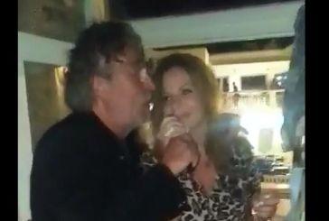 Σε νησί τραγούδησαν μαζί Χριστίνα Σταρακά και Μάκης Τριανταφυλλόπουλος  (video)
