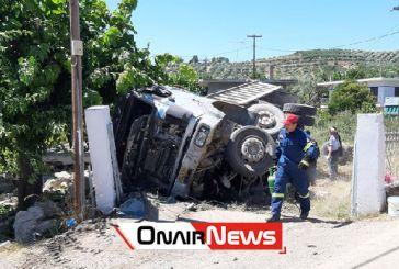 Ατύχημα μετά από «τρελή» πορεία φορτηγού στο Μεσολόγγι, στο νοσοκομείο ο οδηγός